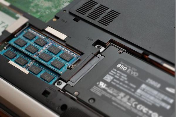 如何升级更换笔记本电脑硬盘 - 完整安装